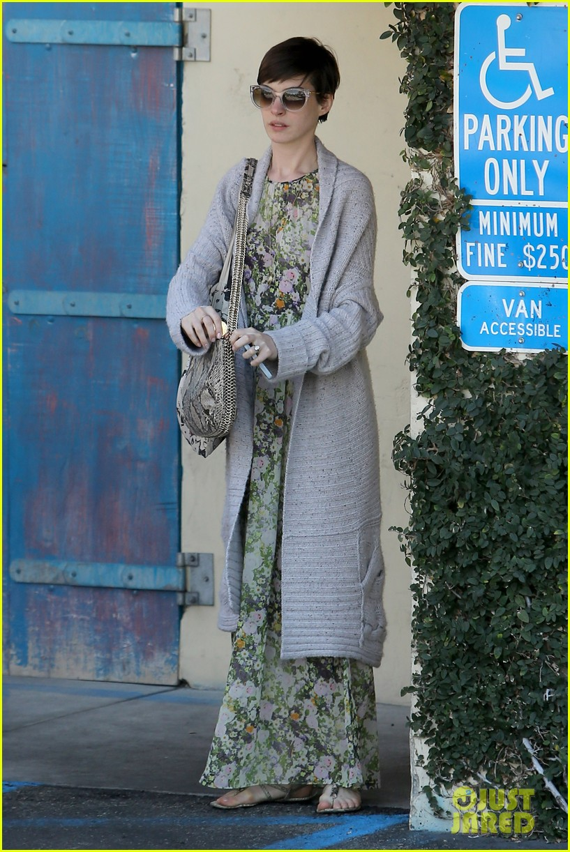 anne hathaway steps out post oscar win in beverly hills 17