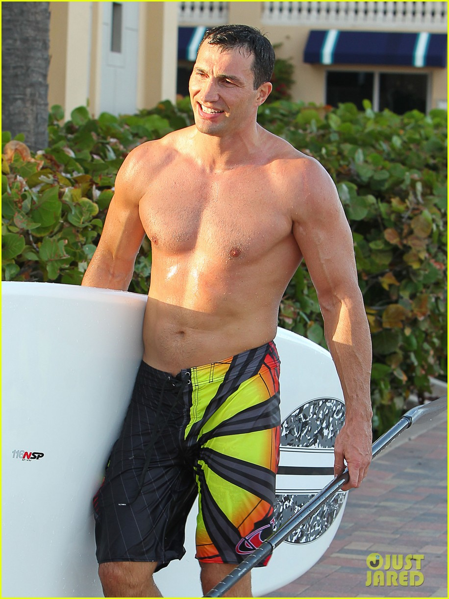 hayden panettiere miami beach day with shirtless wladimir klitschko 02