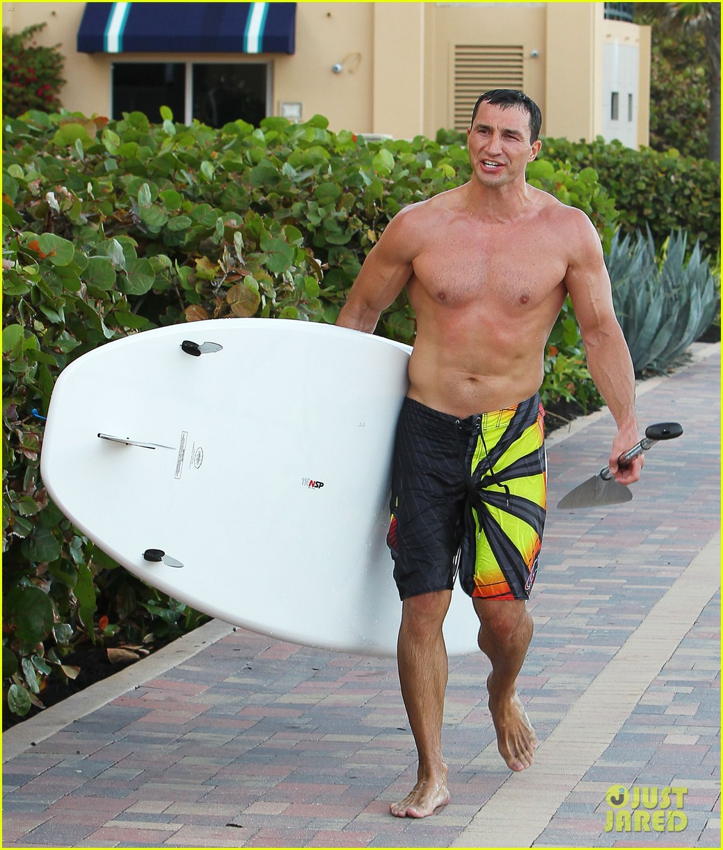 hayden panettiere miami beach day with shirtless wladimir klitschko 042815720