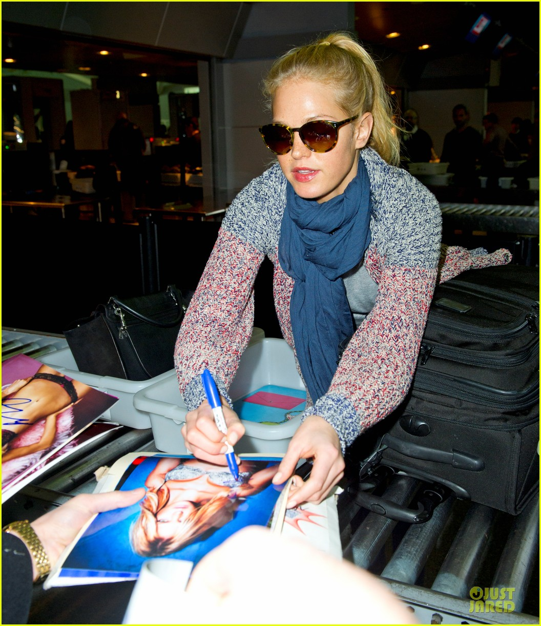 erin heatherton autograph signing at jfk airport 022815384