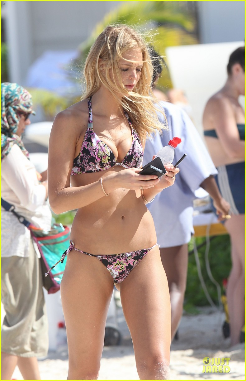 erin heatherton bikini shoot for victoria secret 23