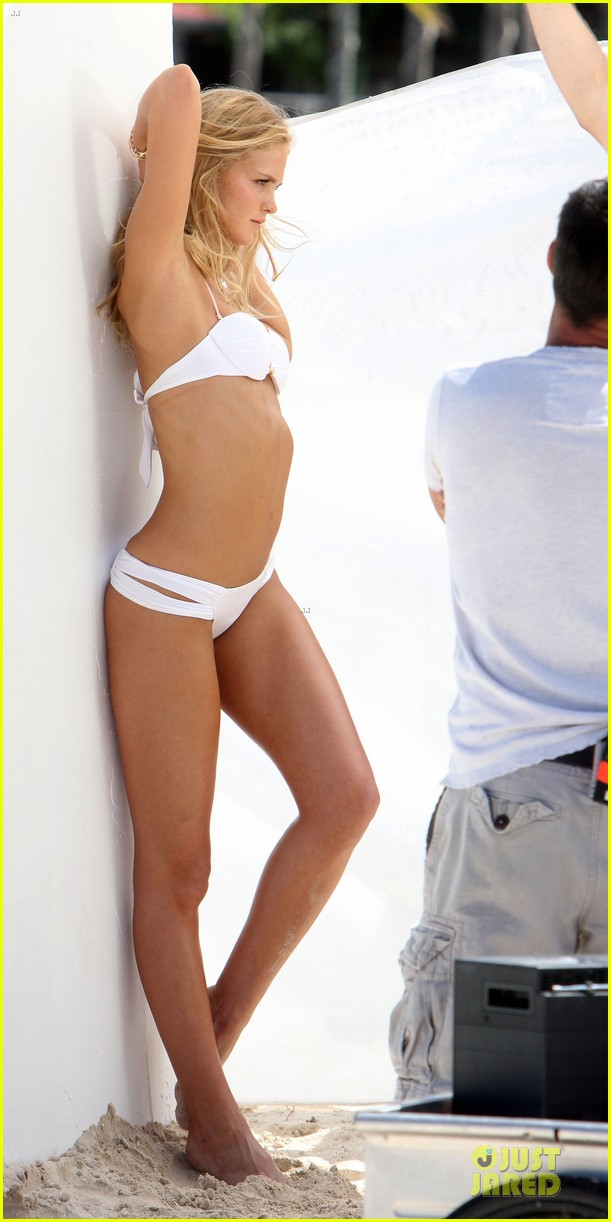 erin heatherton bikini shoot for victoria secret 36