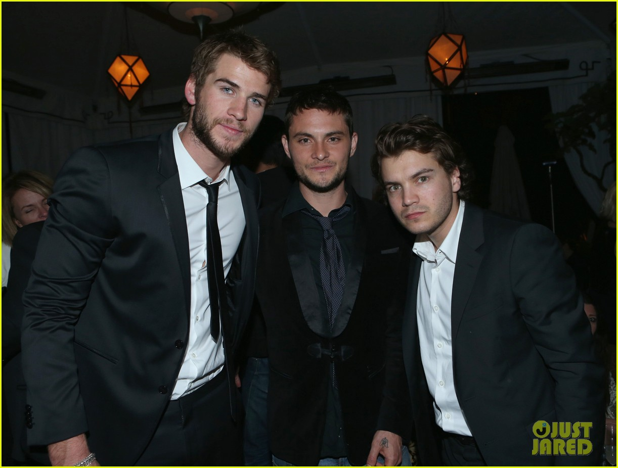 liam hemsworth taylor lautner grey goose pre oscars party 012818366