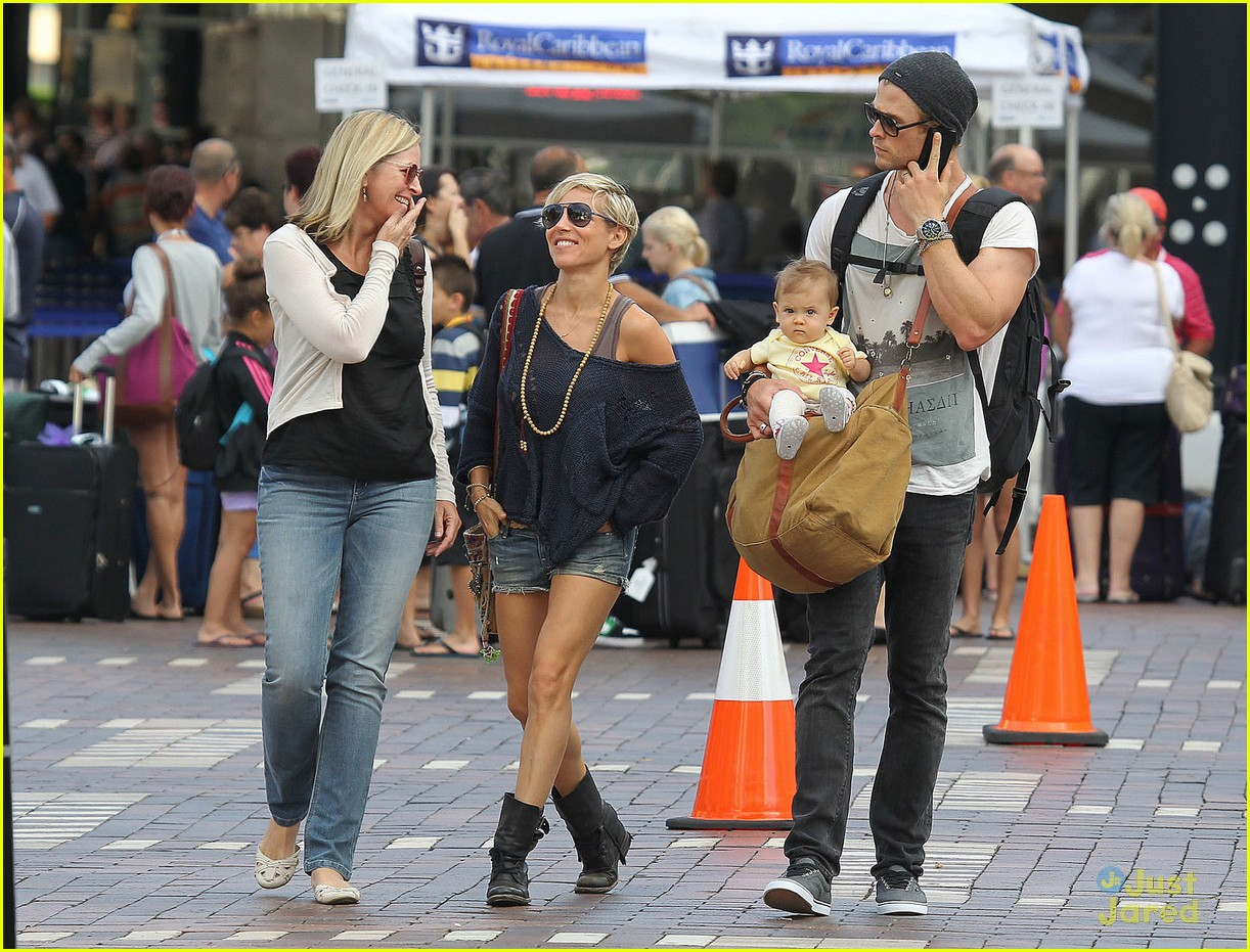 chris hemsworth elsa pataky sydney stroll with india 052814746