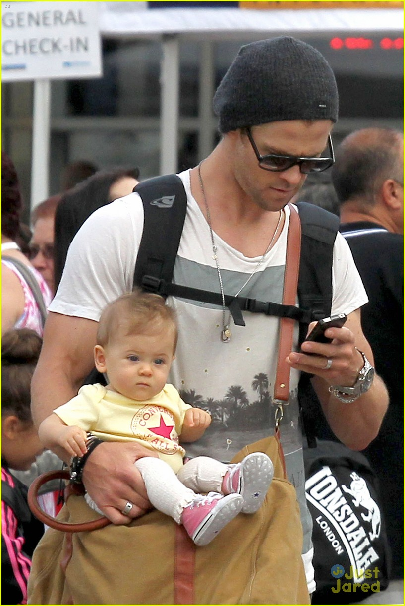 chris hemsworth elsa pataky sydney stroll with india 232814764