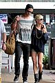 chris hemsworth elsa pataky sydney stroll with india 03