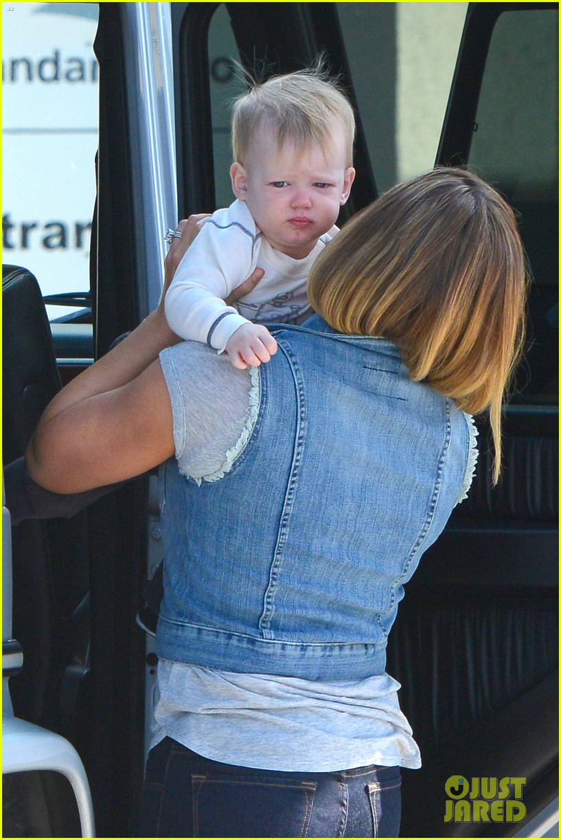 hilary duff mike comrie lax departure with luca 04