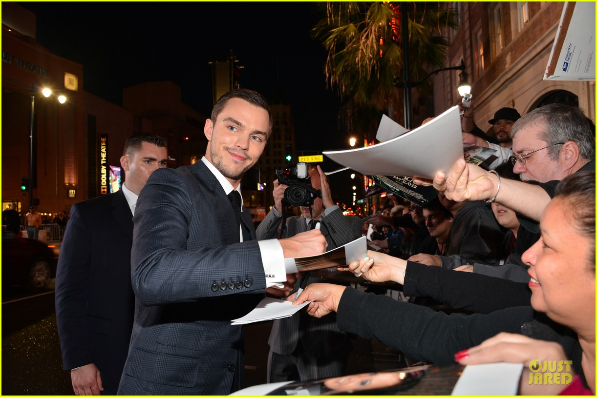 nicholas hoult jack the giant slayer hollywood premiere 03