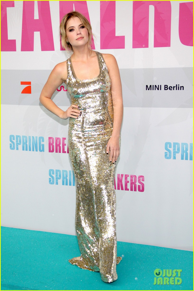 vanessa hudgens selena gomez spring breakers berlin premiere 092815202