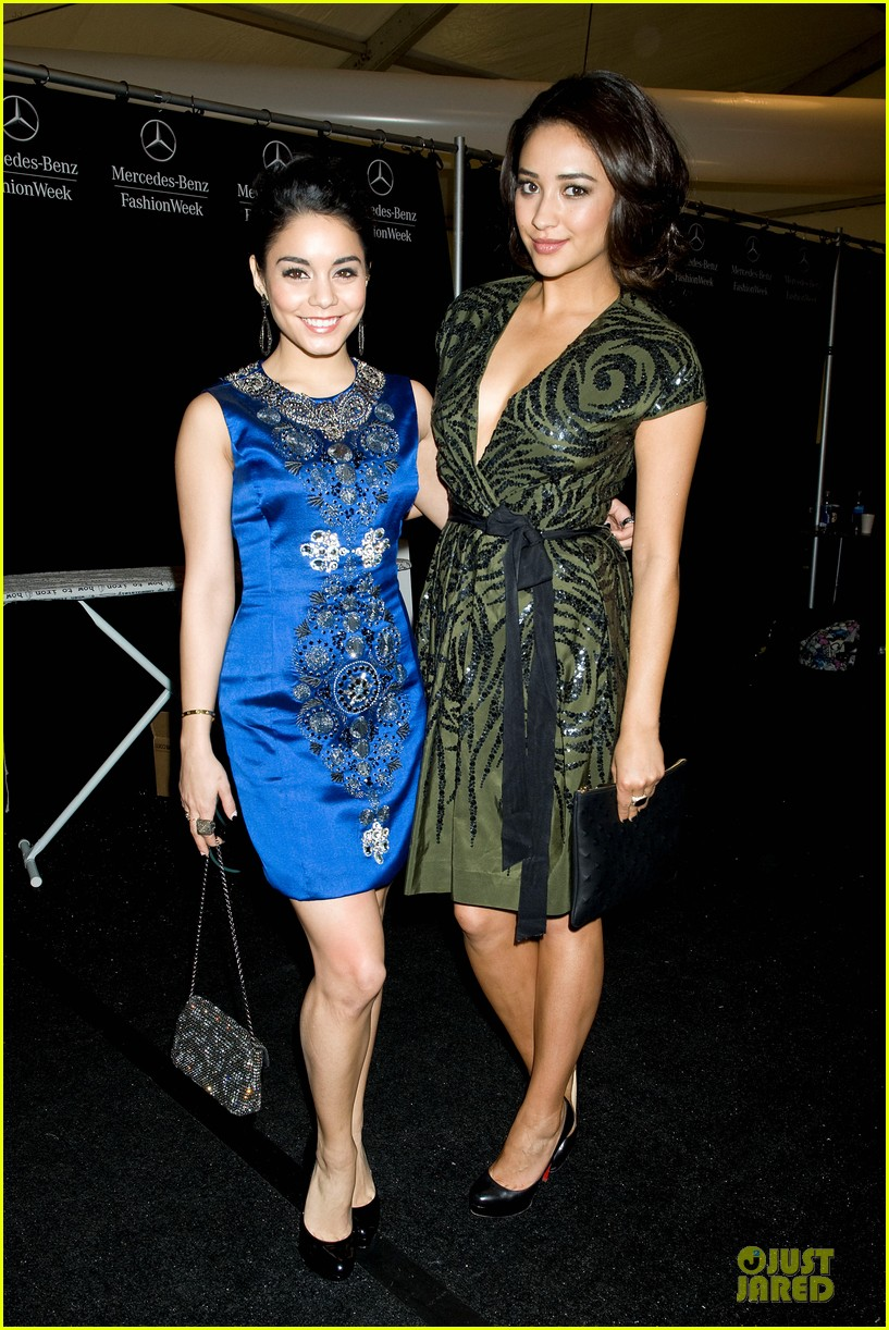 vanessa hudgens matt damon naeem khan fashion show 072810811