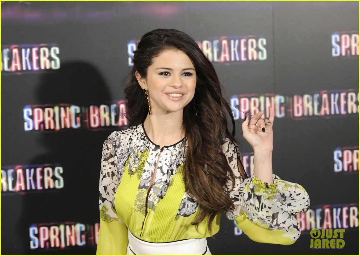 vanessa hudgens selena gomez spring breakers madrid photo call 10