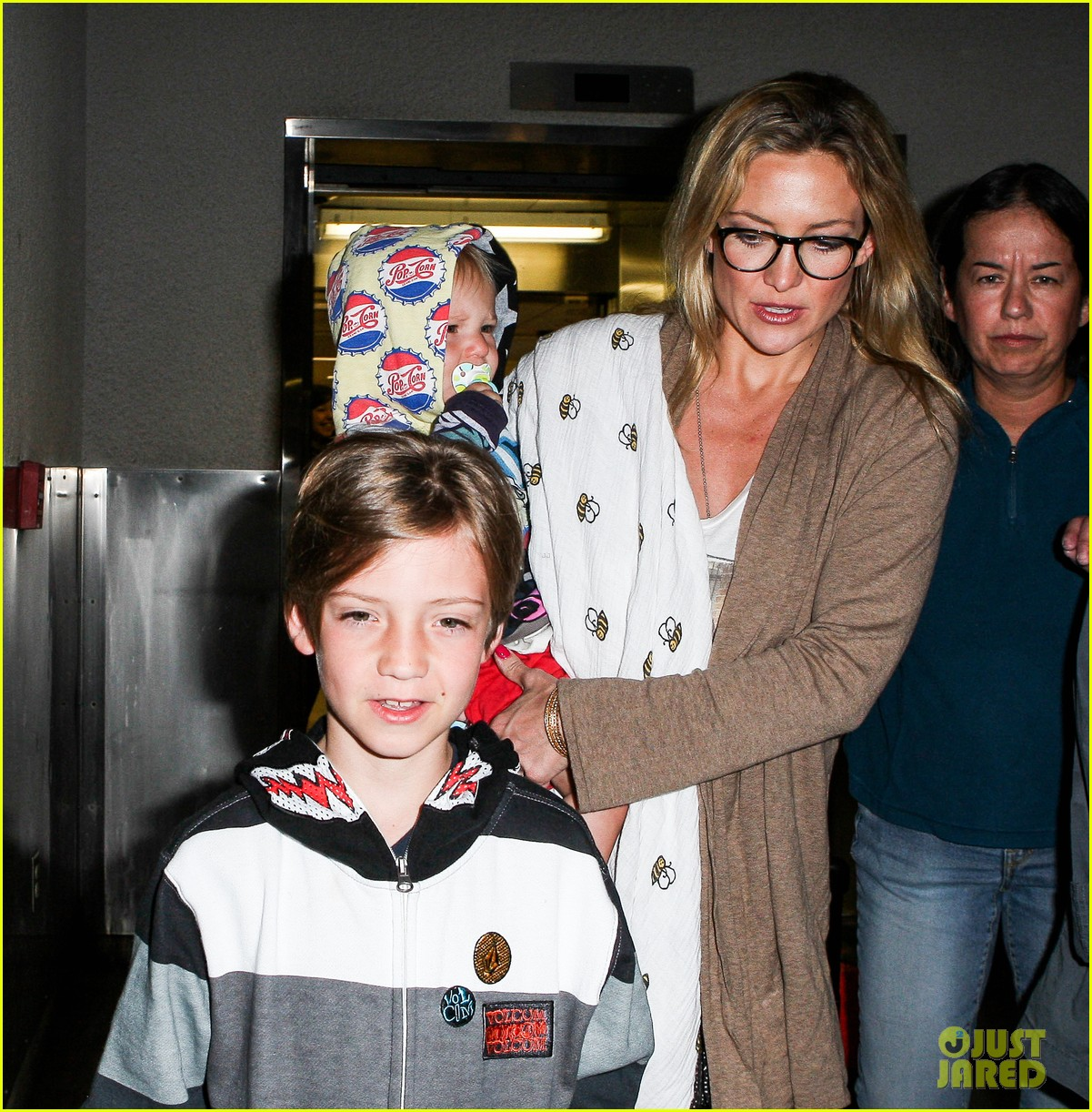 kate hudson ryder bingham family flight 052822267