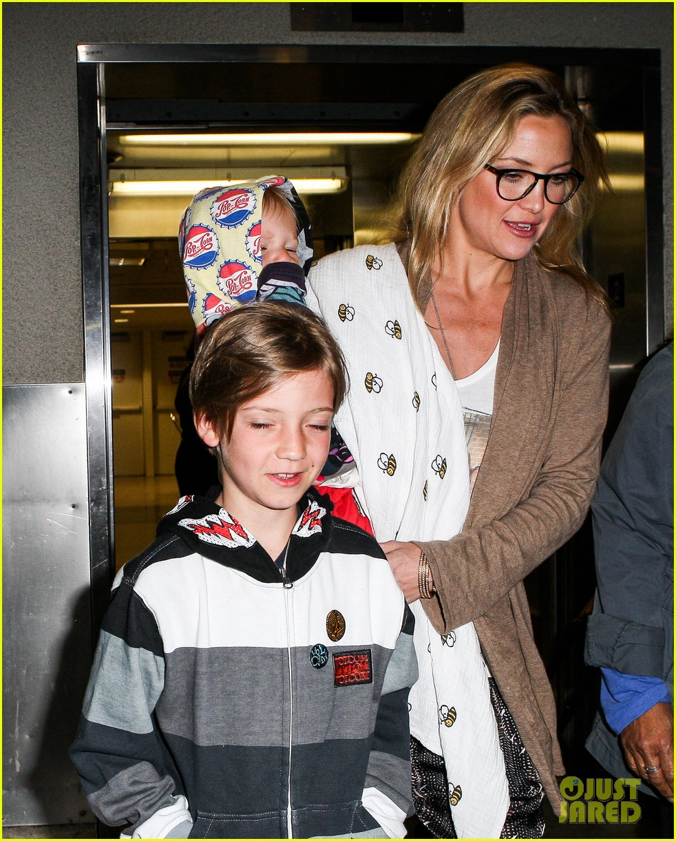 kate hudson ryder bingham family flight 11