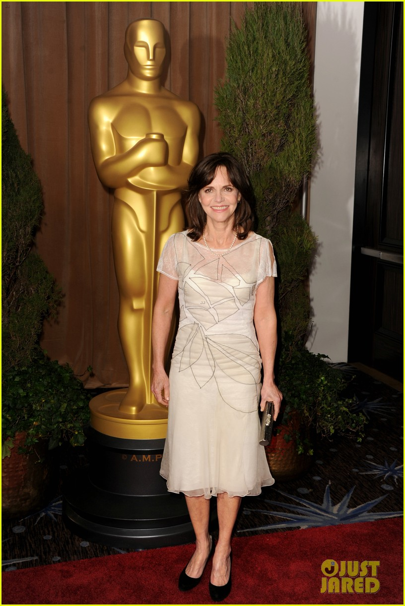 helen hunt sally field oscar nominees luncheon 2013 05