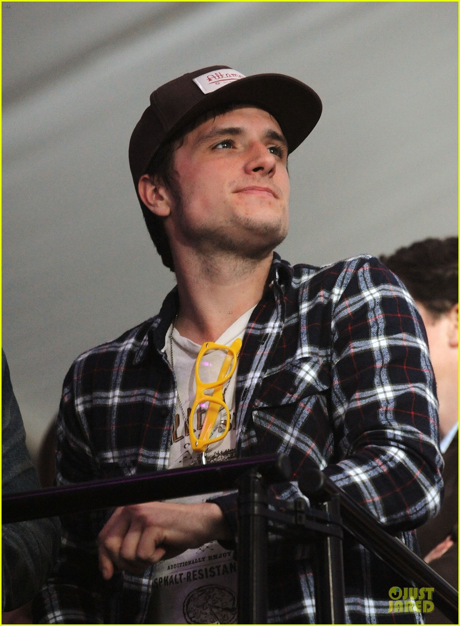 josh hutcherson celebrity beach bowl attendee 08