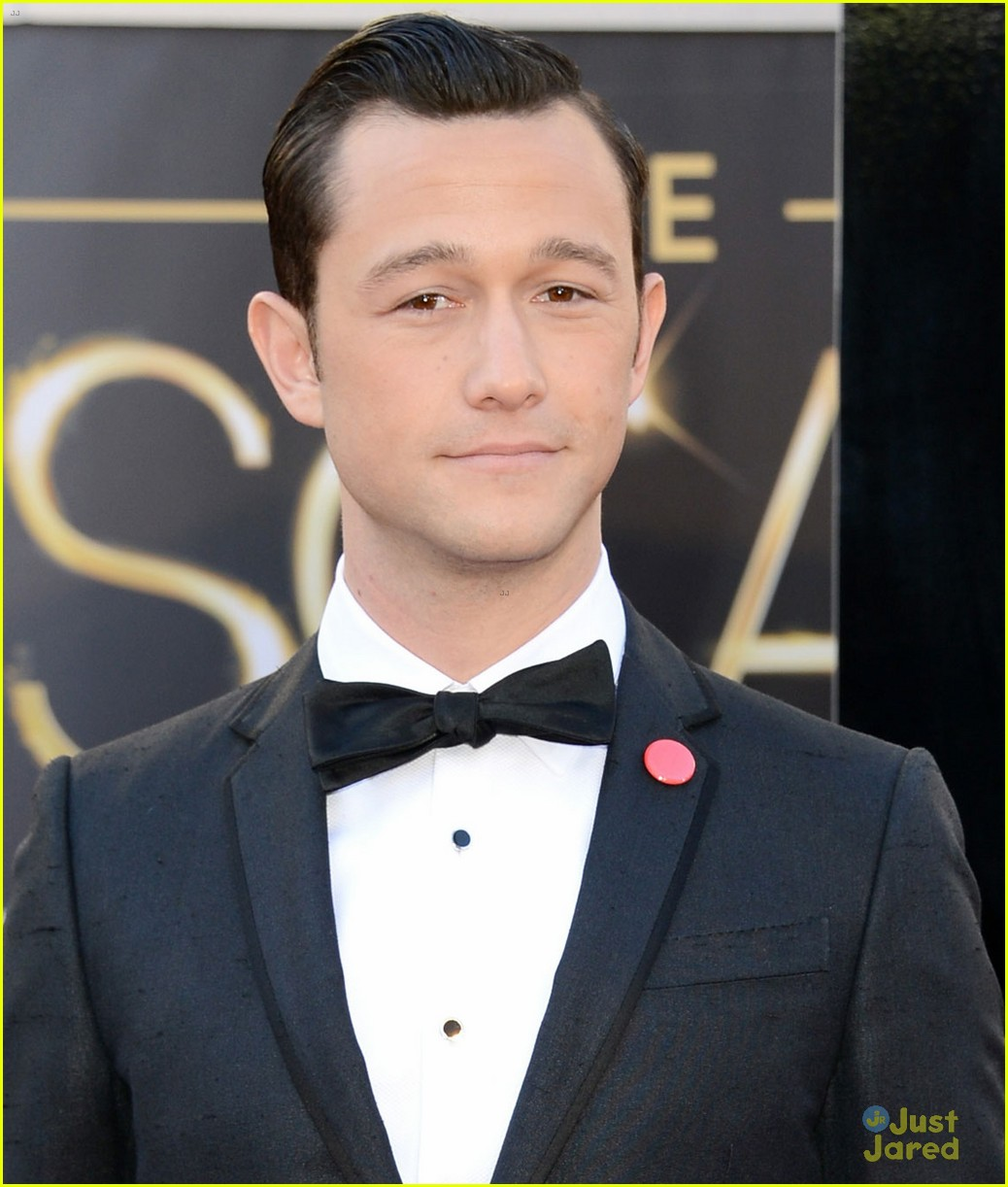 joesph gordon levitt oscars red carpet 2013 01