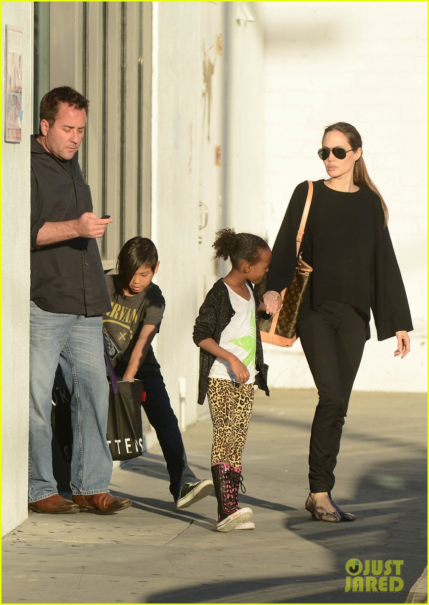 angelina jolie zahara pax urban outfitters shoppers 03
