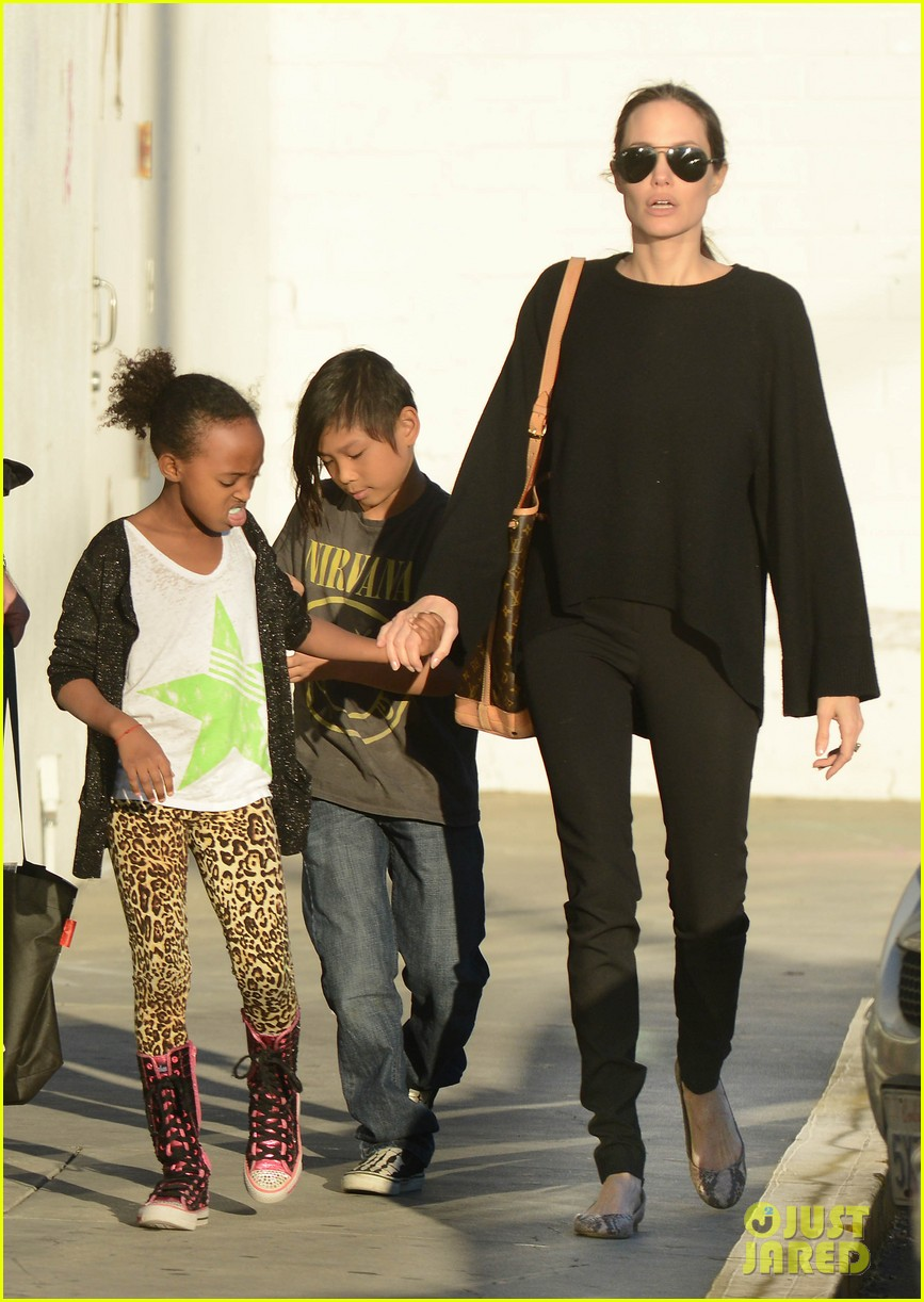 angelina jolie zahara pax urban outfitters shoppers 05