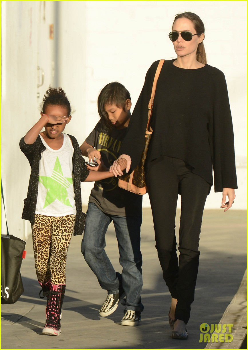 angelina jolie zahara pax urban outfitters shoppers 07