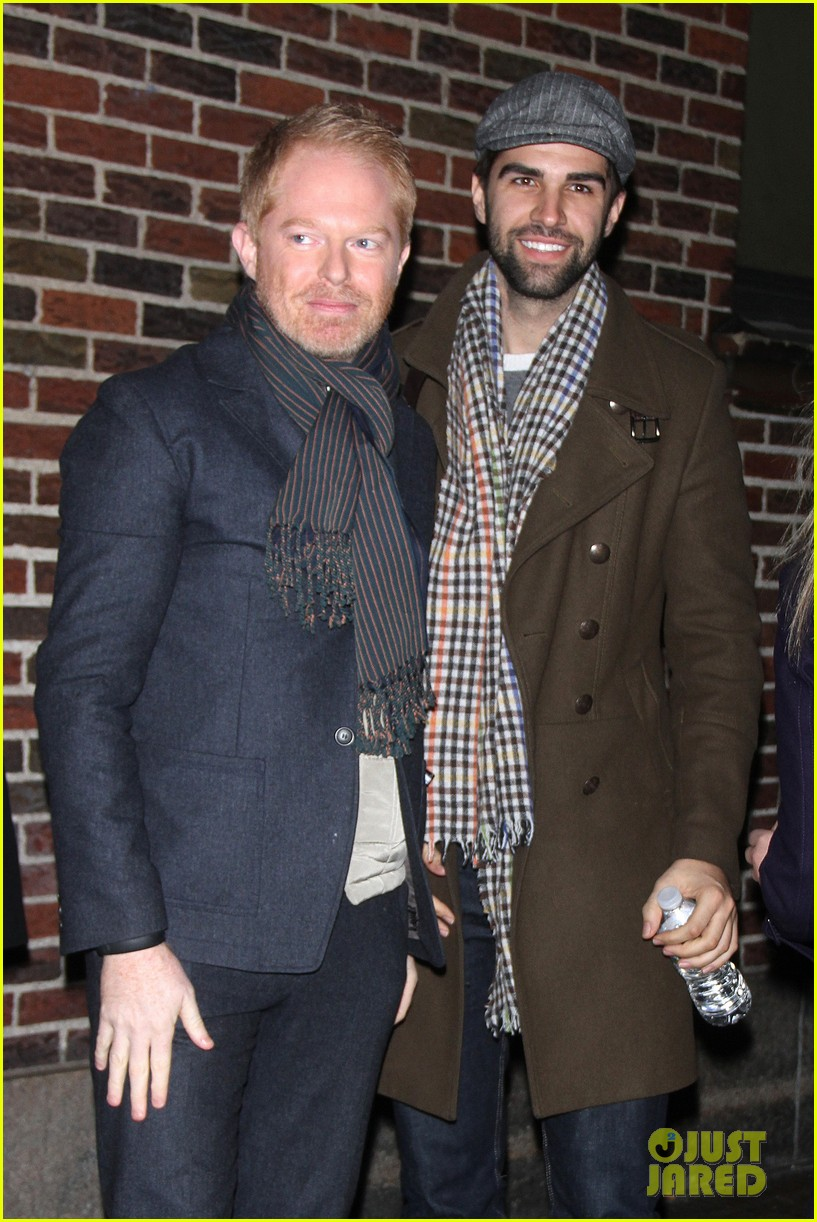 jesse tyler ferguson late show appearance 02