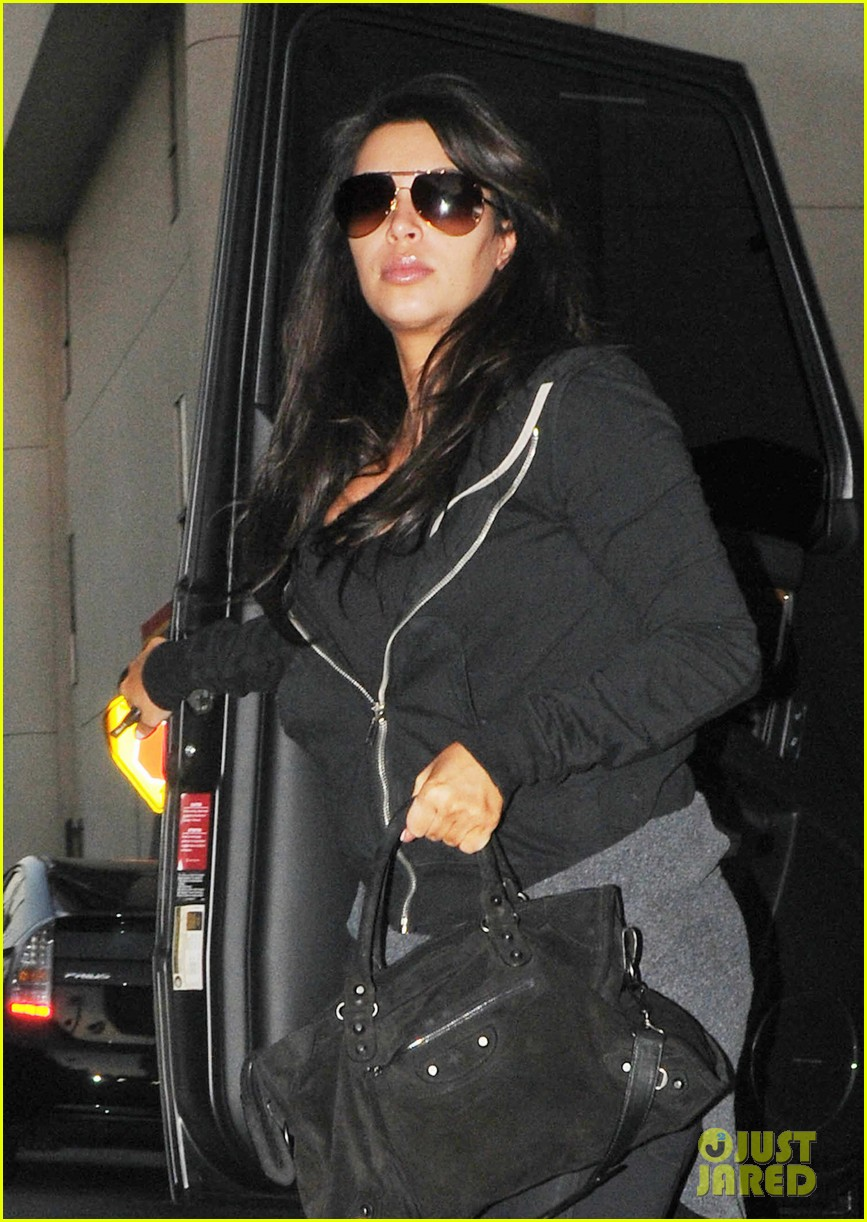 kim kardashian i found the perfect maternity jeans 022821313