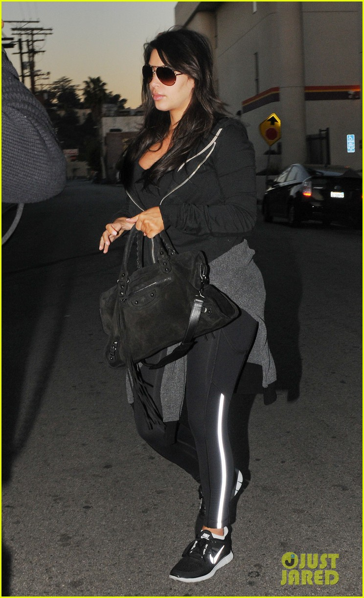 kim kardashian i found the perfect maternity jeans 07