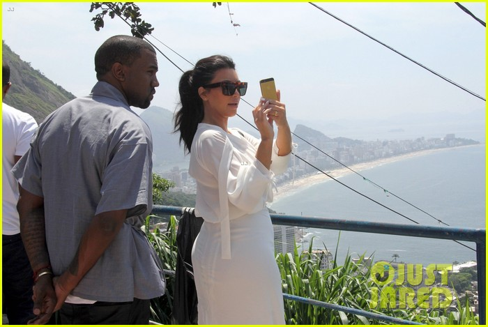 pregnant kim kardashian  kanye west vidigal tour with will smith 022808825
