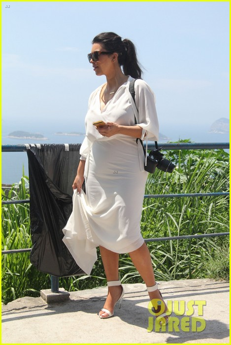 pregnant kim kardashian  kanye west vidigal tour with will smith 03