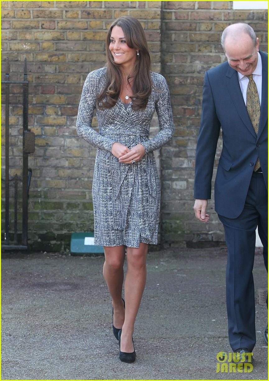 pregnant kate middleton hope house visit 062814796