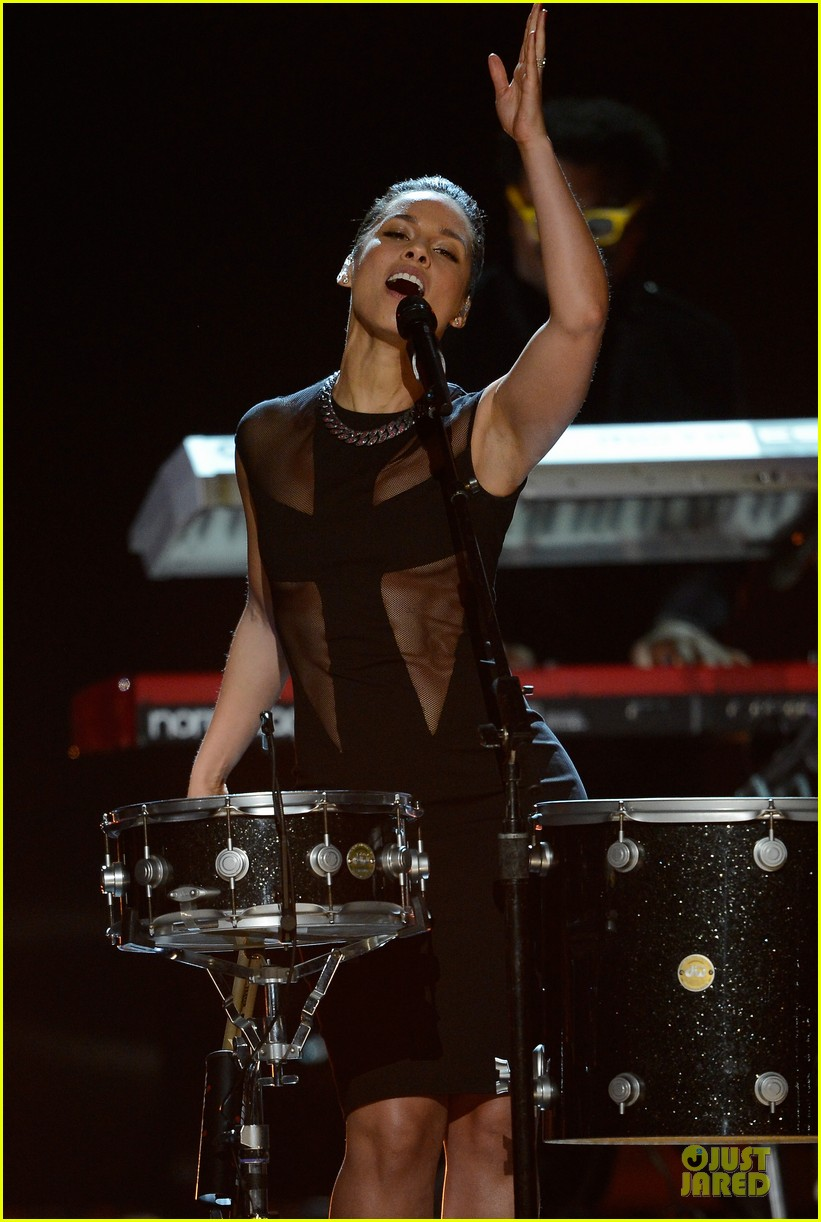 alicia keys maroon 5 grammys 2013 performance watch now 02
