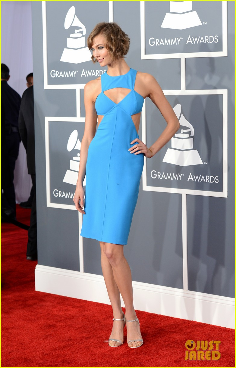 karlie kloss grammys 2013 red carpet 01