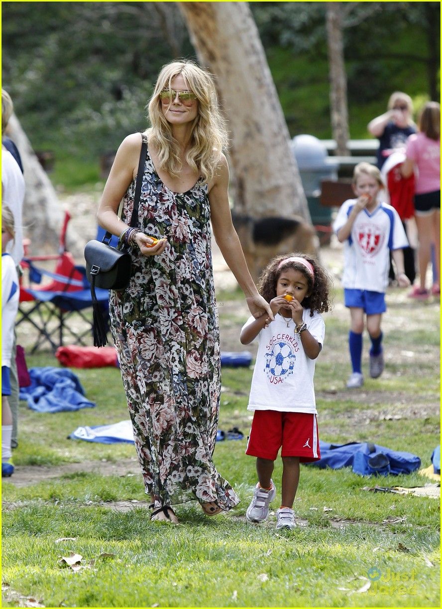 heidi klum martin kirsten beach day with the kids 01