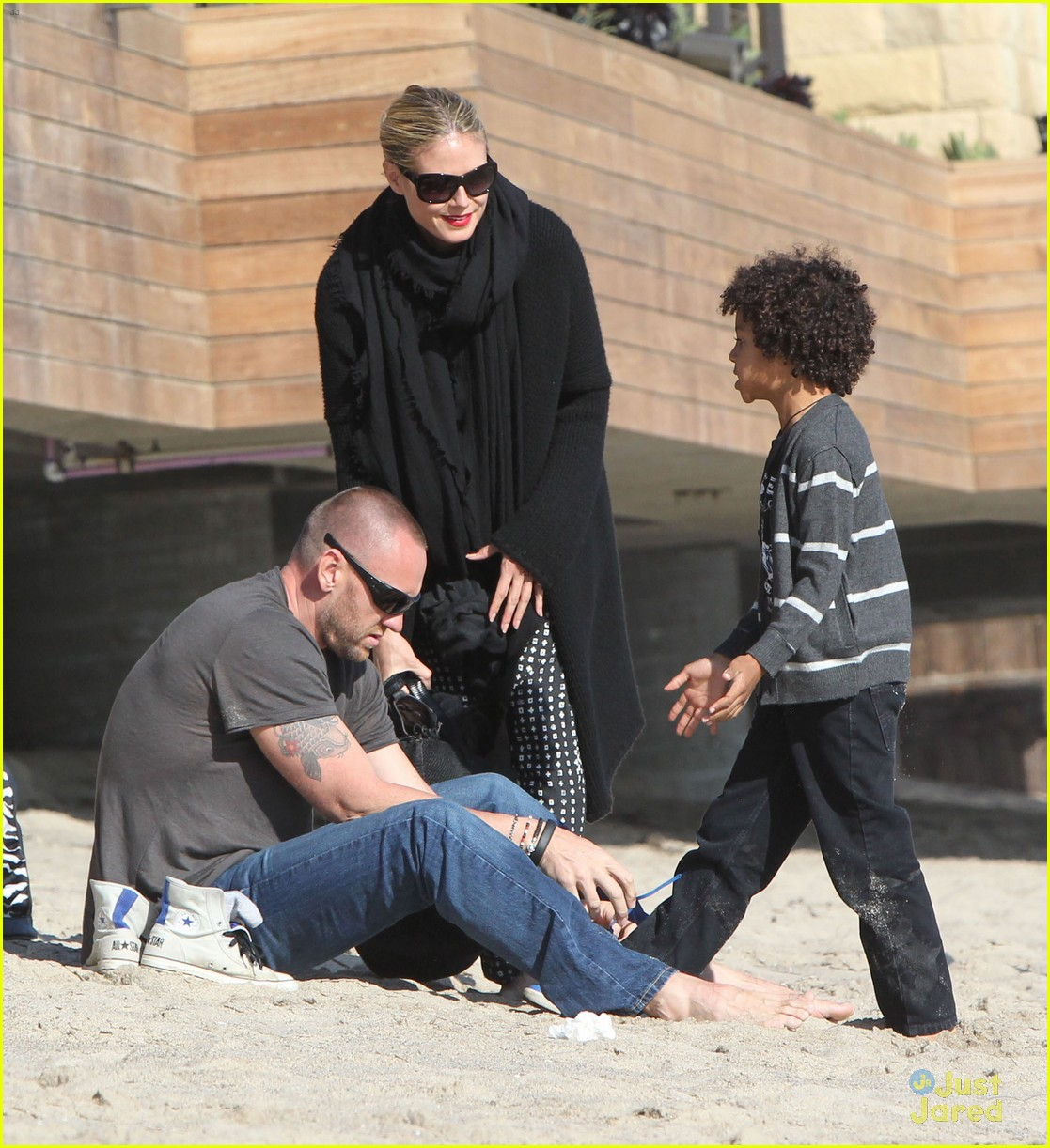 heidi klum martin kirsten beach day with the kids 03