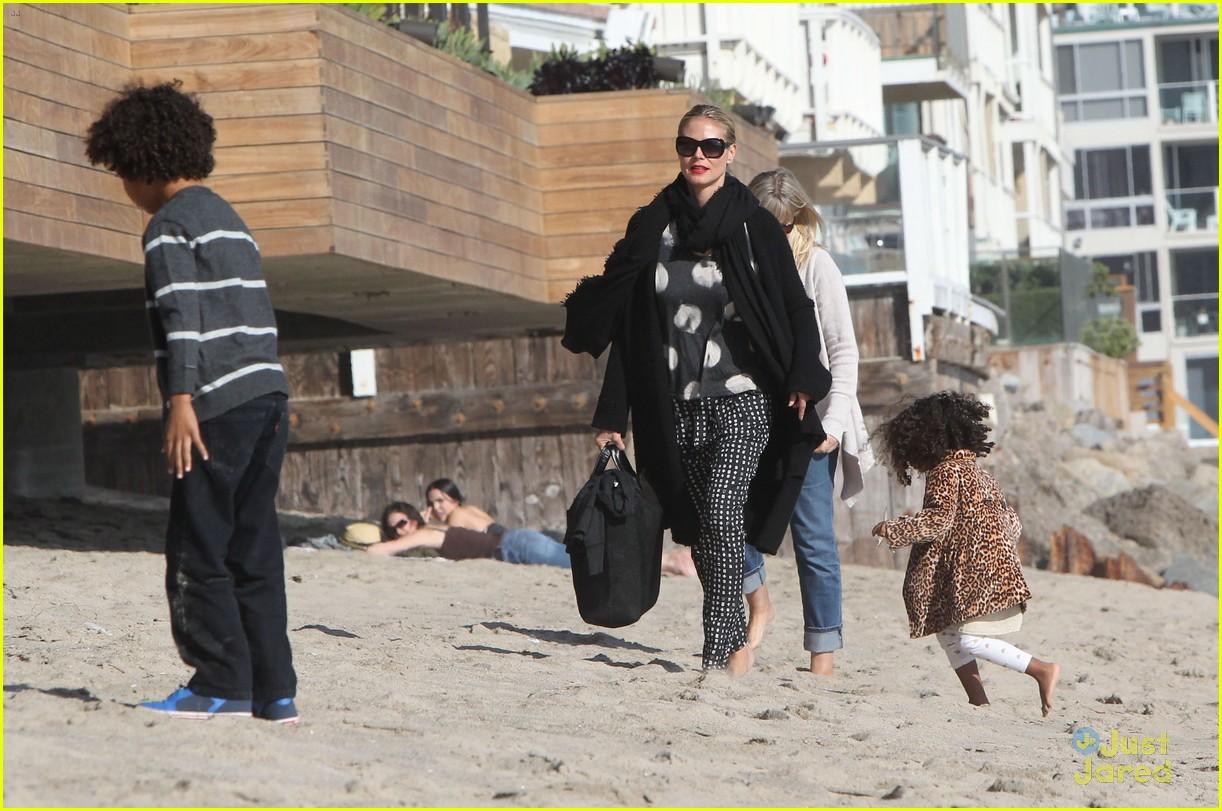heidi klum martin kirsten beach day with the kids 11
