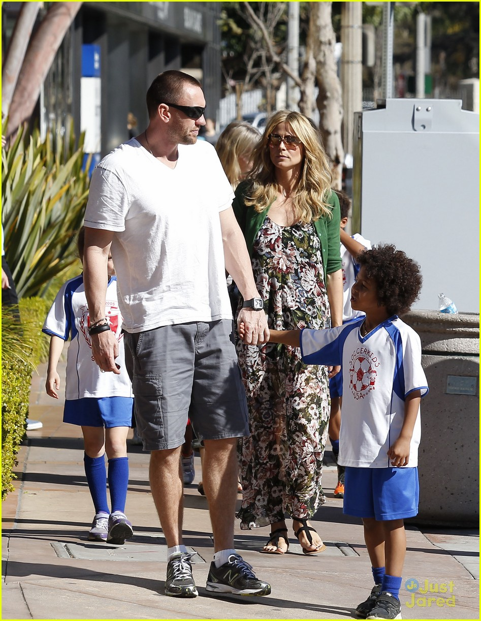 heidi klum martin kirsten beach day with the kids 36