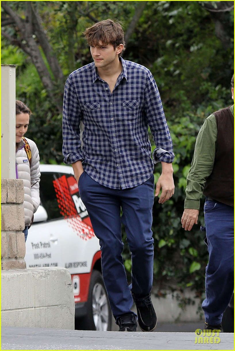 ashton kutcher juvenile swatter charged 022810493