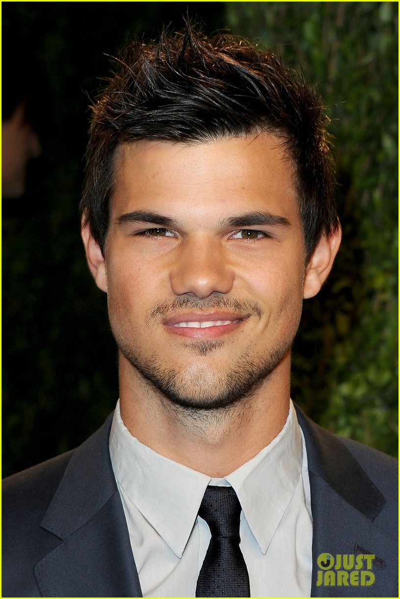 taylor lautner vanity fair oscars party 2013 01