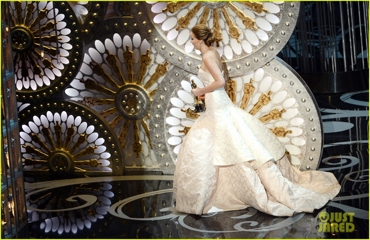 jennifer lawrence wins best actress falls on stage 10