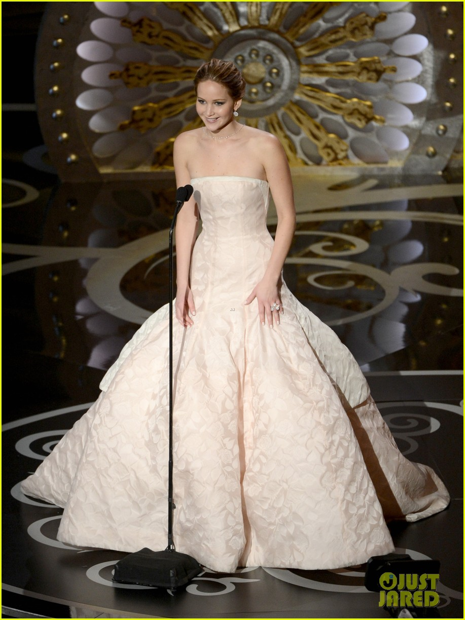 jennifer lawrence wins best actress falls on stage 13