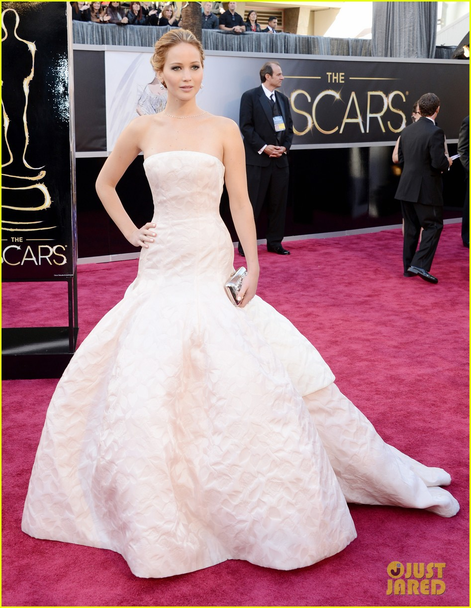 jennifer lawrence oscars 2013 red carpet 05