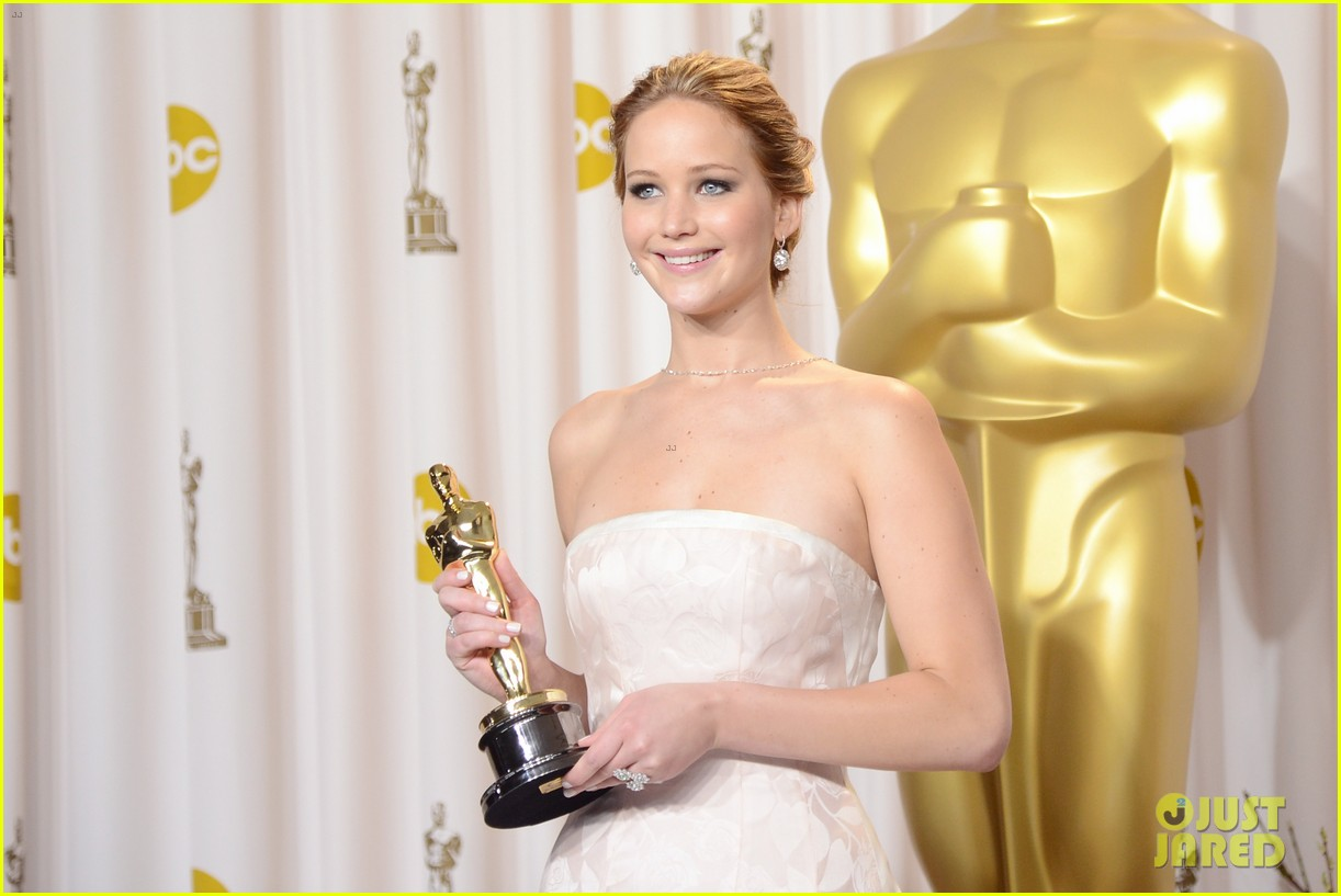 jennifer lawrence oscars press room photos 2013 04