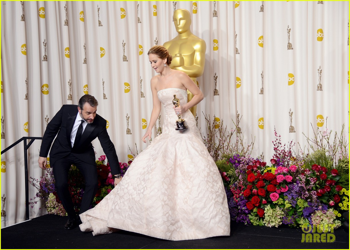 jennifer lawrence oscars press room video 2013 01