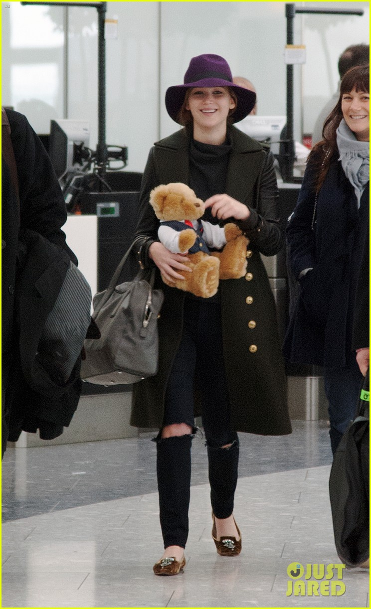 jennifer lawrence teddy bear departure in london 05