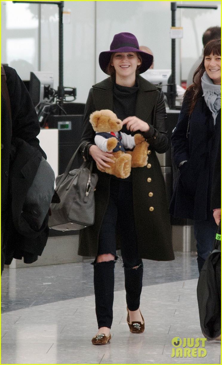 jennifer lawrence teddy bear departure in london 05
