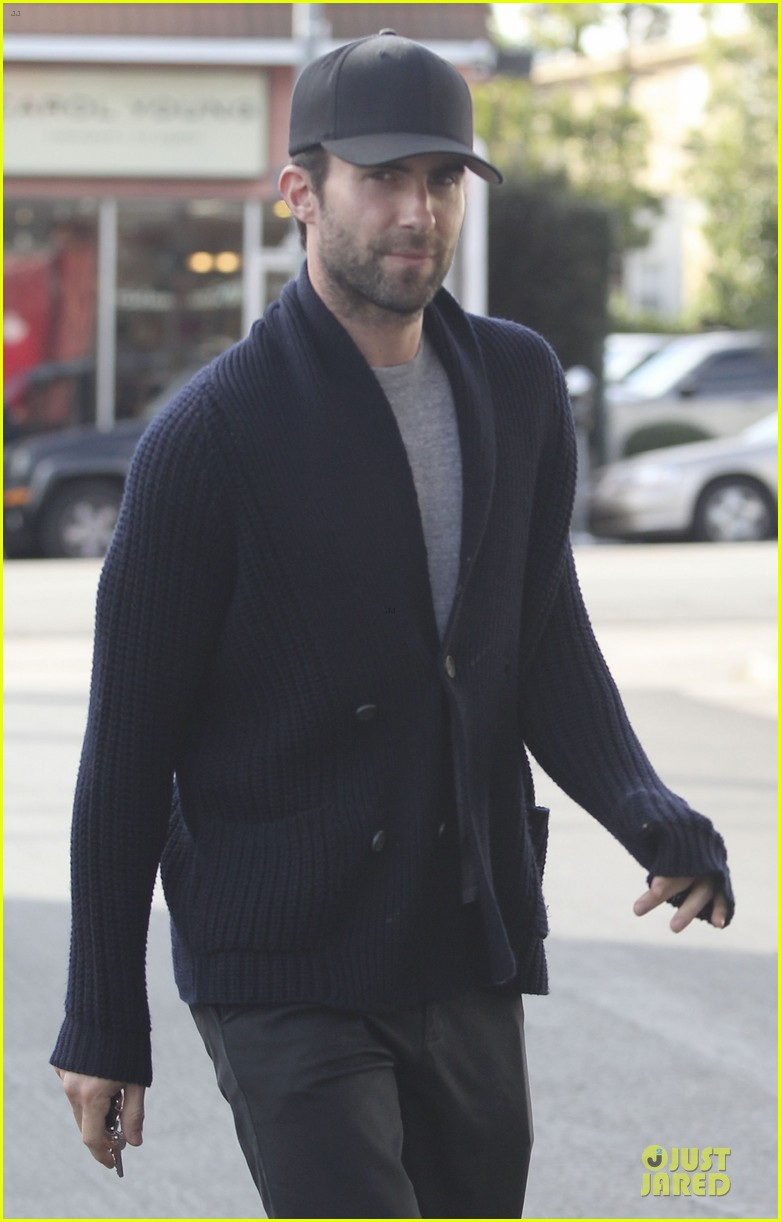 adam levine 7 hollywood shirtless feature 092808055