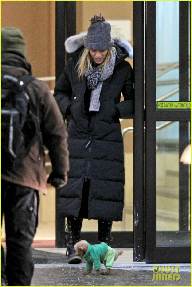 blake lively ryan reynolds snowy weekend in canada 112809737