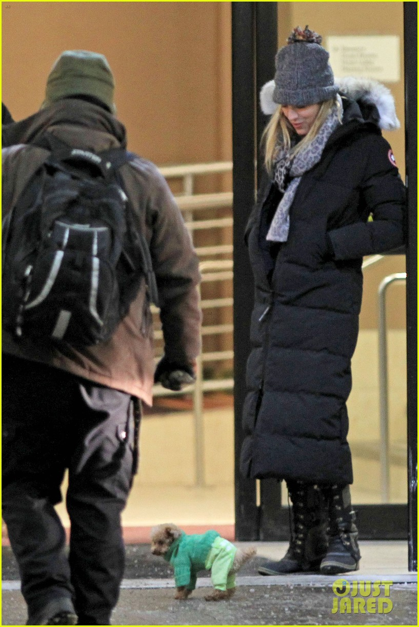 blake lively ryan reynolds snowy weekend in canada 16