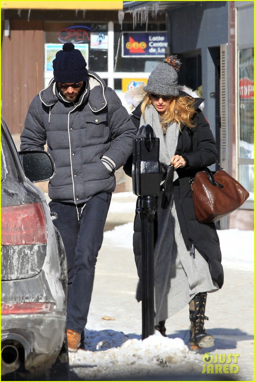 blake lively ryan reynolds snowy weekend in canada 24