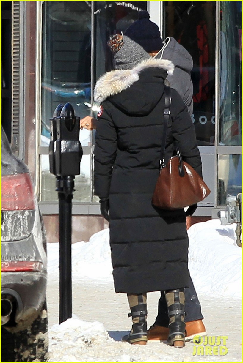 blake lively ryan reynolds snowy weekend in canada 27