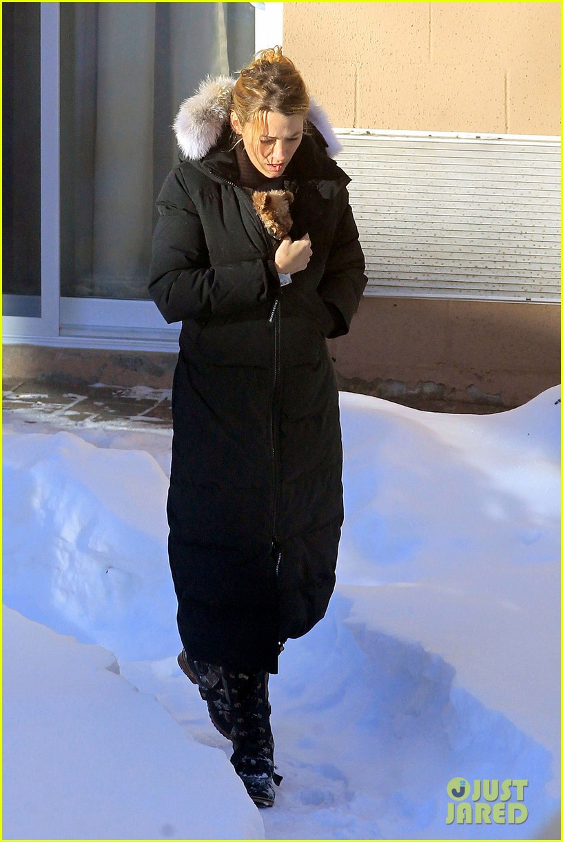 blake lively ryan reynolds snowy weekend in canada 31